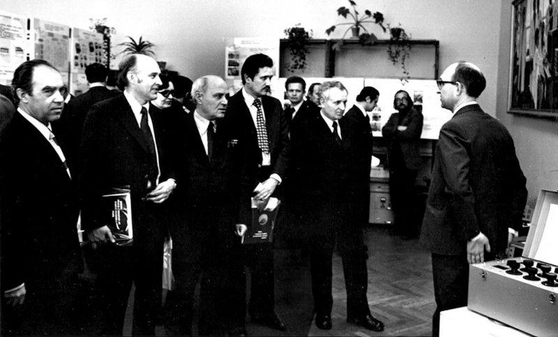 Делегація кафедри на чолі з П.П. Орнатським  на заводі Точелектроприлад