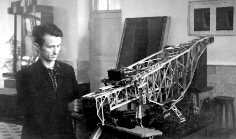 С.П.Фіщенко в лабораторії гірничих машин КПІ, 1952 р.