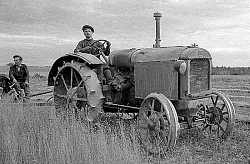 Трактор ХТЗ 15 30 у роботі