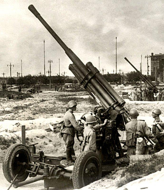 85-мм зенітна гармата КС-12 на позиції