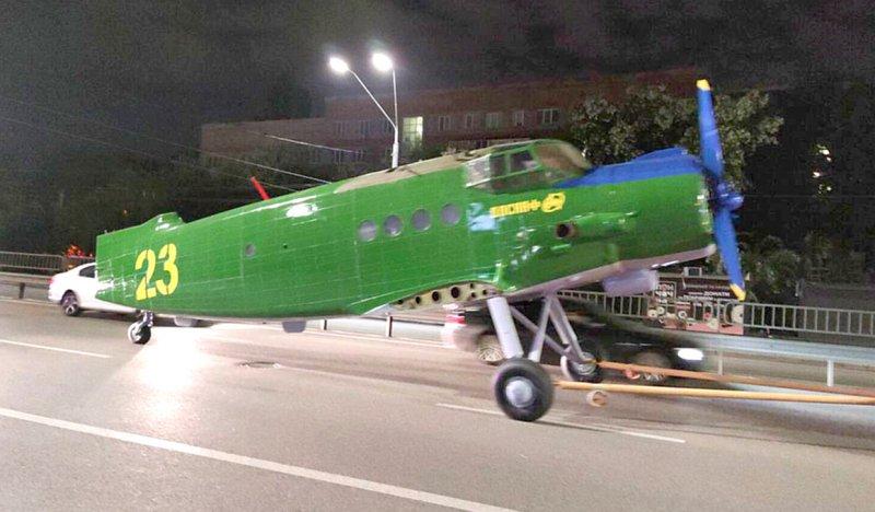 літак доставили  в КПІ
