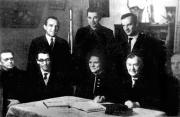 Група М.К. Тихонравова. Зліва направо сидять - В. Галковський, Г. Максимов, Л. Солдатова, М. Тихонравов, І. Яцунський, стоять - Г. Москаленко, О. Гурко, І. Бажанов