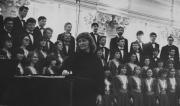 1984 р. Відкриття Київської народної хорової філармонії у Колонній залі ім. М.В.Лисенка. У центрі  Галина Горбатенко