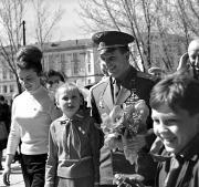 Ю.Гагаріна зустрічають вихованці Київського палацу піонерів і школярів