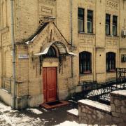 Гостьовий будиночок КПІ, вхід до будинку