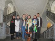 група учасників хорової капели КПІ разом з художнім керівником Русланом Бондарем щедрувала в першому корпусі